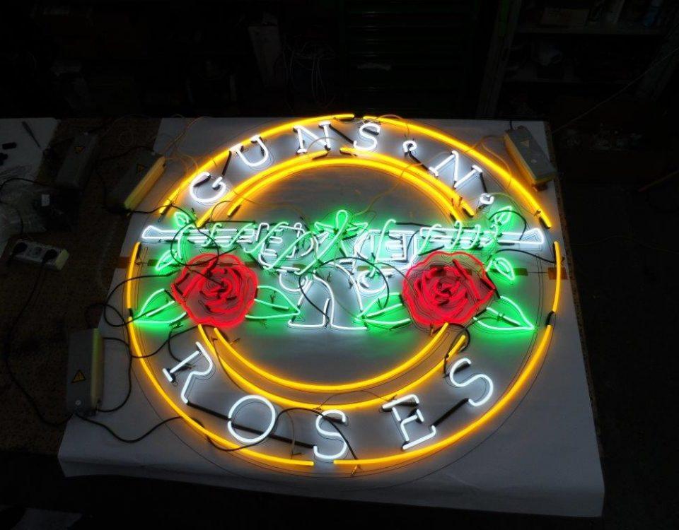 NEON SZKALNY LOGO Guns N' Roses