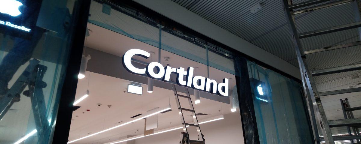 Cortland - podświetlane litery